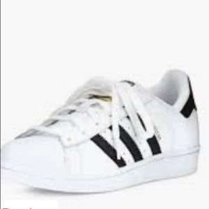 En general Civilizar trimestre  adidas Shoes   Adidas Three Stripes Classic Low Top   Poshmark